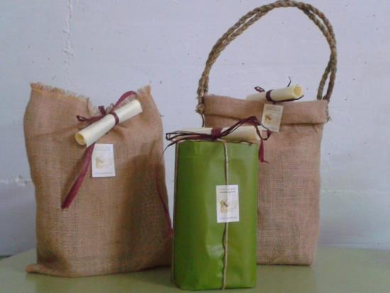 Packaging ecologico e artigianale. Le lattine da 1litro del nostro olio extravergine; un'idea regalo sana e originale